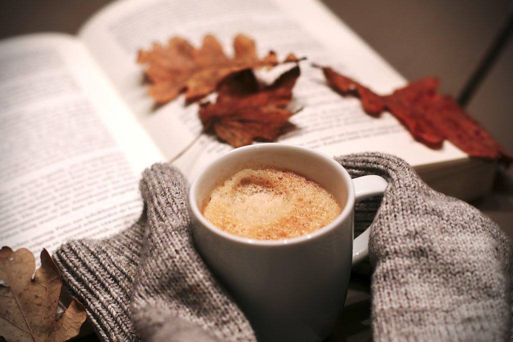 Changement d'heure: comment bien en profiter? Prendre le temps, se faire plaisir, boire un thé ou lait d'or